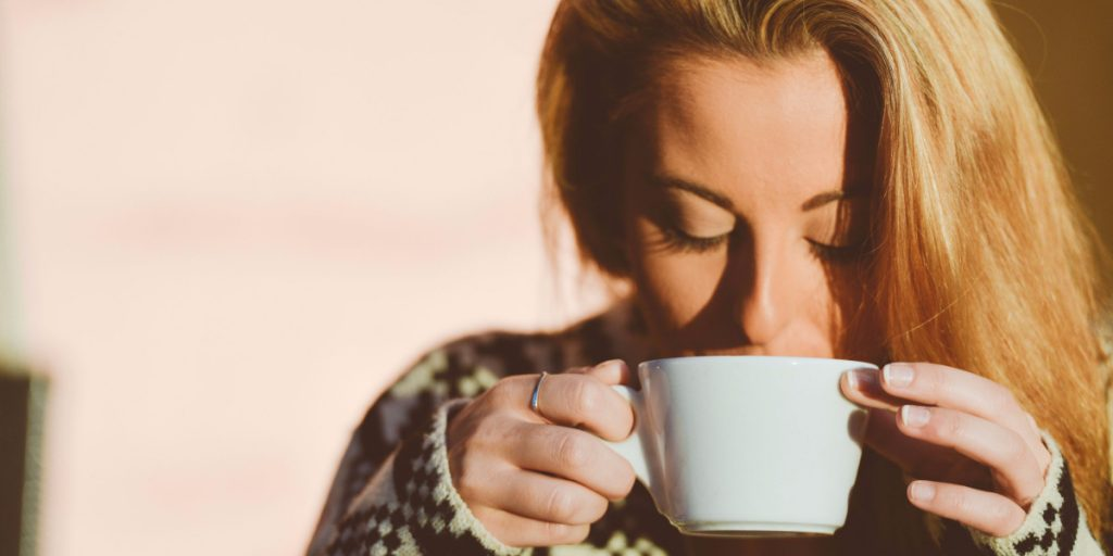 A Simple 5 Minute Tea Meditation Practice That Rewires Your Brain to Be More Present and Grateful