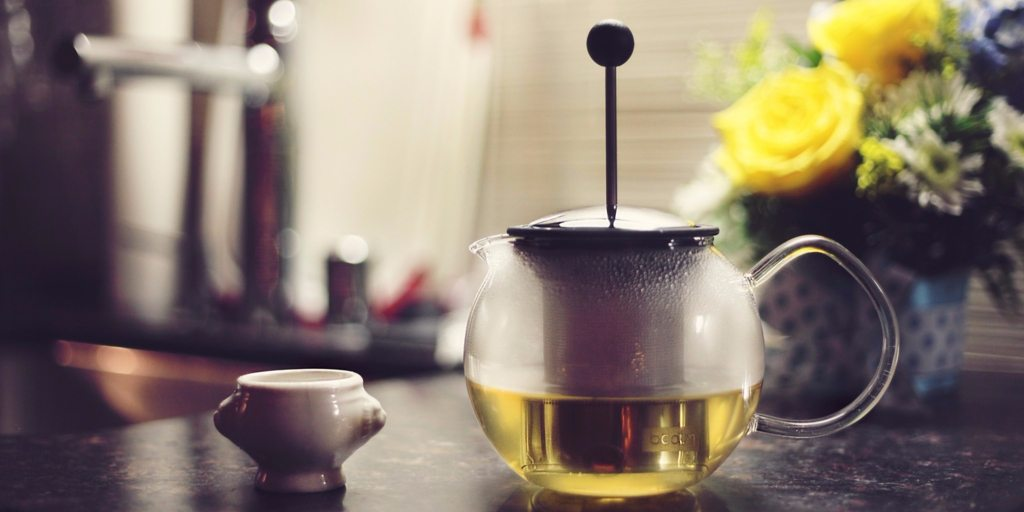 A 5 Minute Tea Meditation That Trains Your Brain to De-Stress and Be Present