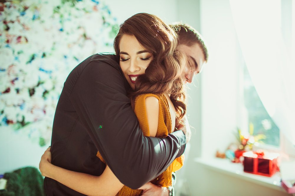 These 9 different types of hugs reveal what your